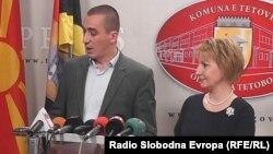 Фаредин Зенуни, началникот на полицијата во Тетово и Теута Арифи, градоначалничката на Тетово на прес конференција.