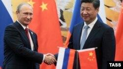 Президент Росії Володимир Путін (л) і голова КНР Сі Цзіньпін (архівне фото)