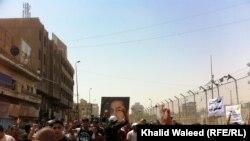 Скорбящие у дома аль-Мехди в Багдаде