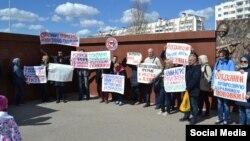 Митинг против строительства фермы для выращивания креветок на Ойбурской косе