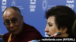 شیرین عبادی در کنار دالایی لاما