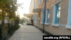 Здание школы-интерната №5 в Турткульском районе Каракалпакстана.