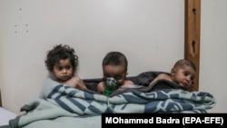 სირიელი ბავშვები ქიმიური იარაღის სავარაუდო გამოყენების შემდეგ. აღმოსავლეთ ღუტა, 2018 წლის 25 თებერვალი