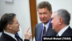 Гендиректор «Росатома» Алексей Лихачев (слева), председатель правления ПАО «Газпром» Алексей Миллер (в центре) и глава «Роснефти» Игорь Сечин