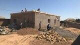 Строители восстанавливают один из домов, поврежденных во время взрывов в Арыси. 15 июля 2019 года.