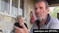 Դավիթ Բեկ գյուղի բնակիչ Գառնիկ Եսայանի սնանկացած ընտանիքը շուտով կզկվի վերջին ունեցվածքից՝ տնից և բեռնատարից, օգոստոս, 2015թ․