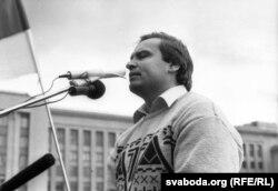 Сяргей Антончык на мітынгу супраць путчу, жнівень 1991