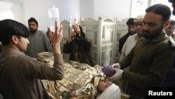 Pakistanda ekstremistlər xeyriyyə təşkilatlarının işçilərinə hücum edirlər.