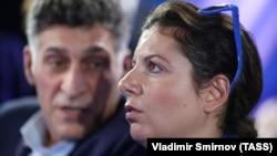 Tigran Keosayan (solda) və Margarita Simonyan