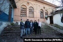 Команда, которая занимается восстановлением синагоги