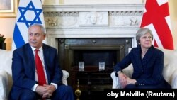 ترزا می (راست) بر اختلاف بریتانیا با اسرائیل بر سر برجام تاکید کرد.