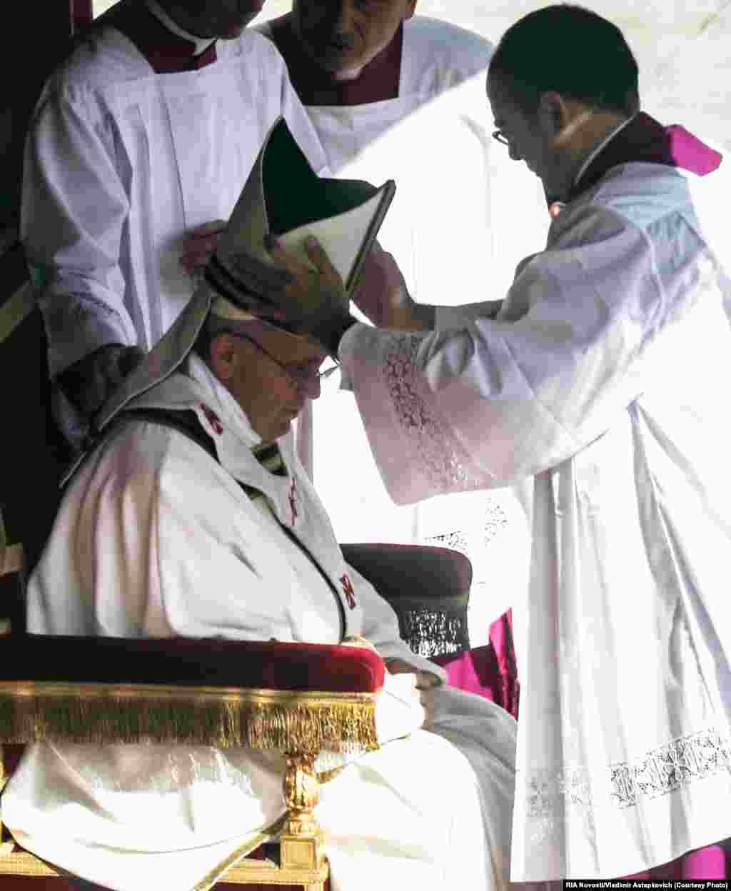 Во время церемонии интронизации на площади Святого Петра в Ватикане. 19 марта 2013 года