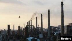 Авдеевский коксохимический завод, входящий в группу «Метинвест», Донецкая область