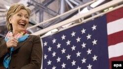 هيلاری کلينتون به طور رسمی از رقابت های حزب دمکرات کناره گیری کرد. (عکس از EPA)