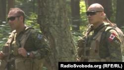 Канадські інструктори під час тренування українських солдатів