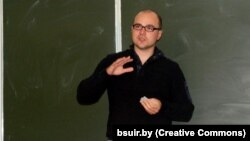 Віктар Пракапеня падчас лекцыі ў БДУІР
