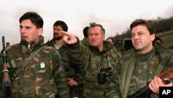 Ратко Младич (в центре) в Горажде, 16 апреля 1994