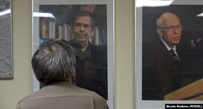Сергей Мохнаткин в офисе Московской Хельсинкской группы