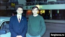 Сын первого президента Узбекистана Ислама Каримова, Петр Каримов (справа) с политэмигрантом Алишером Таксановым. Фото со страницы Таксанова в Facebook'е.
