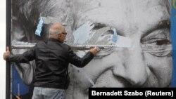 Un afiș electoral, înfățisându-l pe George Soros, unul dintre criticii regimului Orban