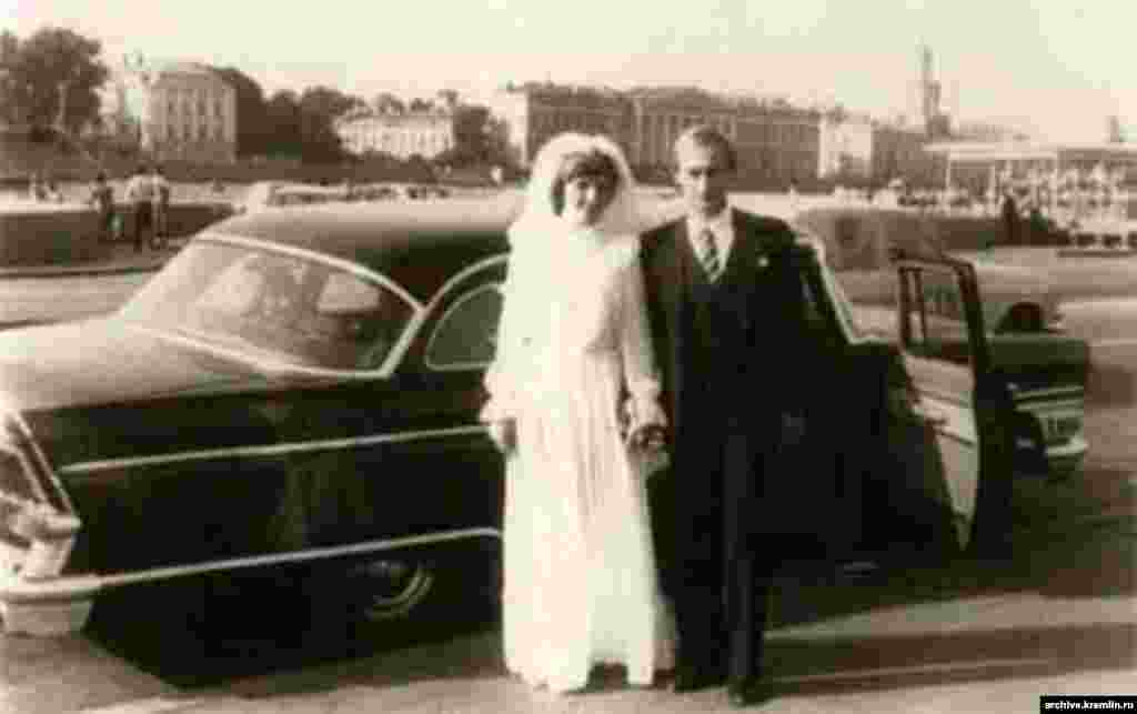 Vladimir Putin and Lyudmila Putina in a wedding photo from July 28, 1983