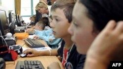 Internet bezbjednost i djece, ilustrativna fotografija