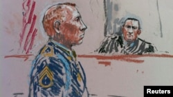 U.S. Army Staff Sergeant Robert Bales and the judge, army Colonel Jeffery Nance (right), are shown in this courtroom sketch during a presentencing hearing in Tacoma, Washington, on August 19.