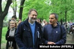Дмитрий Орешкин (слева) на оппозиционной акции 13 мая 2012 года