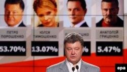 Петро Порошенко Киевде сүйлөп жатат, 25-май, 2014-жыл