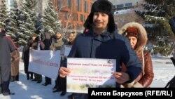 Участники акции против закона о семейном насилии.