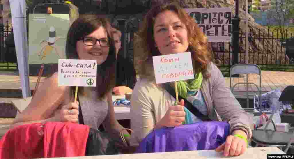Kiyevde Ucrazyans içtimaiy yañılıqlar festivalinde Qırımnı hatırladılar, 2015 senesi aprel 25 künü