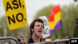 Участникам многочисленных демонстраций последних лет в Испании не нравится, как работает государственная система