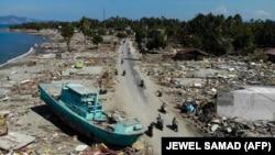 Вызванные землетрясением и цунами разрушения на острове Сулавеси, Индонезия. 1 октября 2018 года.