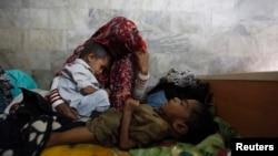 شماری اطفال مصاب به سو تغذی در بین خانواده های بیجا شده خیلی بلند است و به دلیل جنگهای جاری این رقم روبه افزایش میباشد.