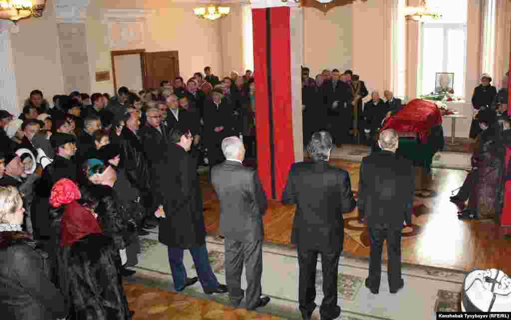 Гүлнар Дулатовамен қоштасу рәсімі. Алматы, 20 ақпан 2013 жыл.