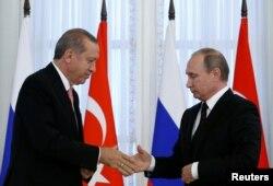 Владимир Путин и Реджеп Тайип Эрдоган на встрече в Петербурге. Начало августа 2016 года
