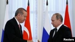 Путин и Эрдоган во врема встречи в Петербурге в августе