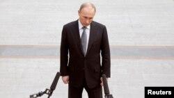 """Владимир Путин после """"прямой линии"""" 14 апреля 2016 года"""