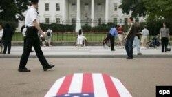 Американцы проголосовали против иракской политики Буша в ноябре. Эксперты предполагают, что они подтвердят свой выбор и в следующем году. Акция организации Take Back America у Белого дома
