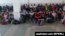 Зал ожидания в аэропорту, Туркменистан (архивное фото)