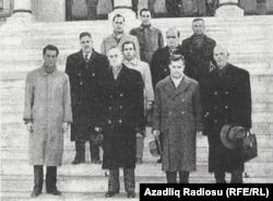 M.Ə.Rəsulzadə azərbaycanlı mühacirlərlə birlikdə Atatürk mavzoleyini ziyarət edir - 1954