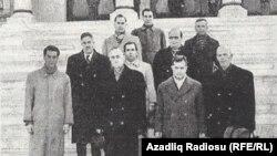 M.Ə. Rəsulzadə (sağdan 3-cü), miqrant siyasətçilərlə, Ankara, 1954
