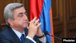 Президент Армении Серж Саргсян во время встречи с сотрудниками Контрольной палаты, 22 января 2010 г.