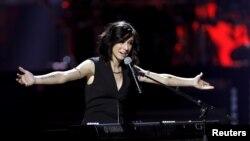 Америкалық әнші Кристина Гримми.