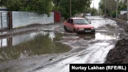 Дорога в поселке Ондирис под Астаной. 5 июля 2013 года.