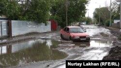 Астана қаласындағы Өндіріс кентінің жолдары. 5 шілде 2013 жыл. (Көрнекі сурет)