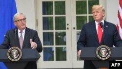 Presidenti i Komisionit Evropian, Jean-Claude Juncker, dhe presidenti i Shteteve të Bashkuara, Donald Trump në Uashington.