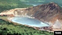 На снимке — озеро Кипящее на острове Кунашир.