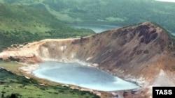 Курильские острова. На снимке - озеро Кипящее на острове Кунашир