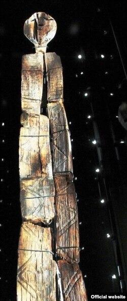 Шигирский идол имеет высоту около трех метров